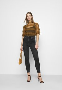 Vero Moda - VMLOA - Jeans Skinny Fit - black denim - 1