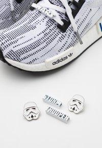 adidas Originals - NMD_R1 BOOST PRIMEKNIT SPORTS INSPIRED SHOES UNISEX - Tenisky - footwear white/core black - 5