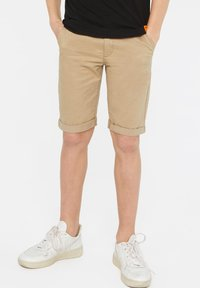 WE Fashion - WE FASHION JUNGEN-SLIM-FIT-CHINOSHORTS - Shorts - beige