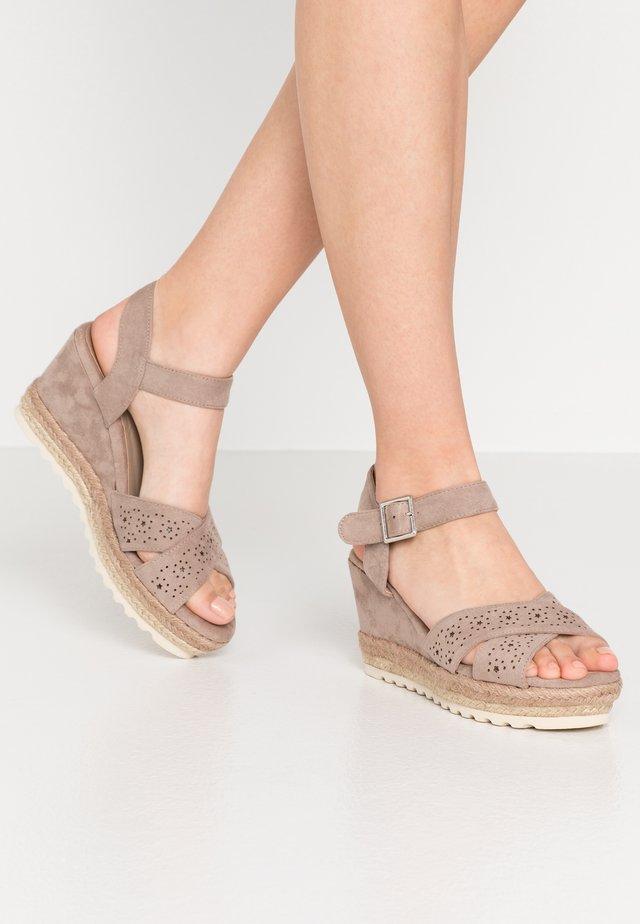 Sandalias de tacón - taupe