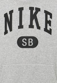 Nike SB - GRAPHIC HOODIE UNISEX - Sweatshirt - grey heather/black - 2