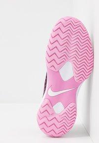Nike Performance - AIR ZOOM CAGE HC - Tenisové boty na všechny povrchy - bordeaux/pink rise/white - 4