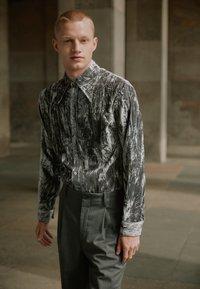 Martin Asbjørn - JOSHUA SHIRT - Shirt - silver grey - 10