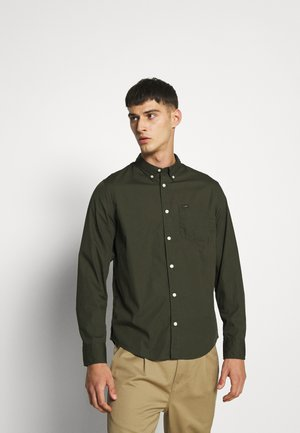 BUTTON DOWN - Shirt - serpico green
