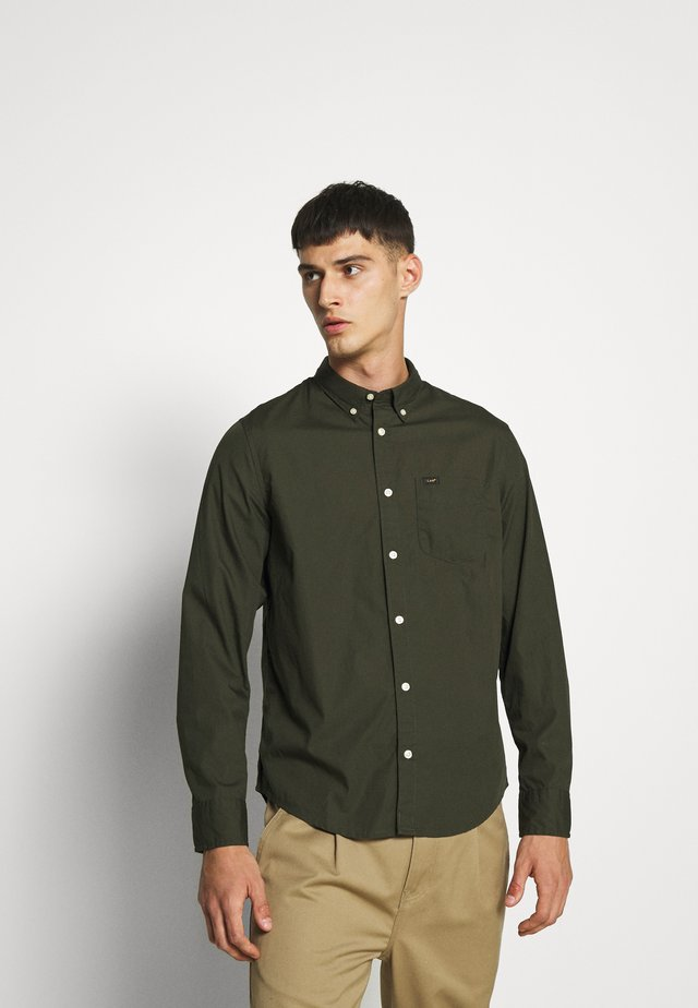 BUTTON DOWN - Camisa - serpico green