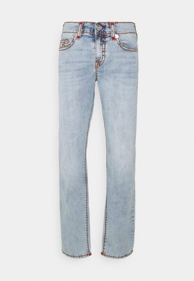 ROCCO SUPER T 1/2 - Straight leg jeans - light wash