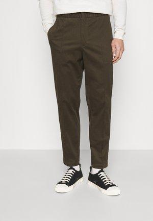 SOSA - Spodnie materiałowe - olive extreme
