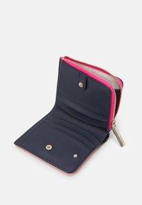 kate spade new york - SPENCER SMALL BIFOLD WALLET - Wallet - shocking magenta/ multi - 2