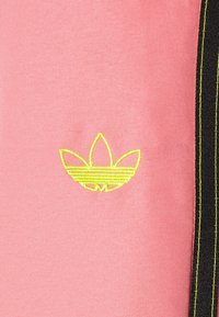 adidas Originals - PANTS - Pantalon de survêtement - hazy rose/acid yellow/black - 6