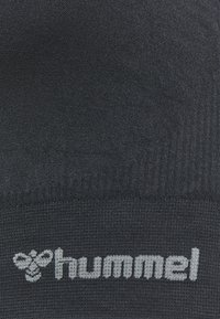 Hummel - HMLTIF SEAMLESS SPORTS - Light support sports bra - black - 2