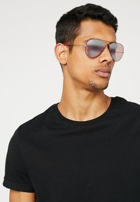 Ray-Ban - 0RB3025 AVIATOR - Sunglasses - silver-coloured/bordeaux - 1