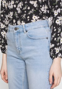 Noisy May - NMJENNA - Jeans relaxed fit - light blue denim - 4