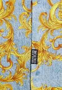 Versace Jeans Couture - PRINT BAROQUE - Shirt - azzurro scuro - 5