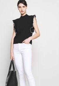 J Brand - ALANA HIGH RISE CROP  - Jeans Skinny Fit - blanc - 4
