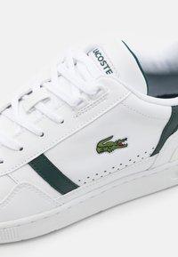 Lacoste - T-CLIP - Tenisky - white/dark green - 5