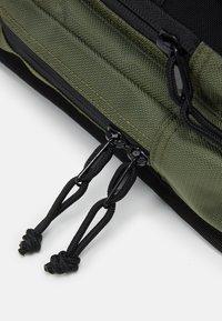Carhartt WIP - DELTA SHOULDER BAG UNISEX - Bum bag - dollar green - 4
