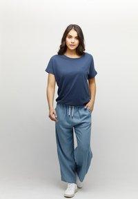 Mazine - MARBLE - Basic T-shirt - navy melange - 1