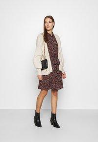 Fabienne Chapot - COUNTRY DRESS - Skjortekjole - rust/bordeaux - 1