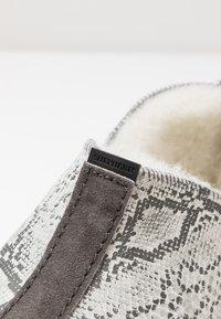 Shepherd - LINA - Tofflor & inneskor - light grey - 2