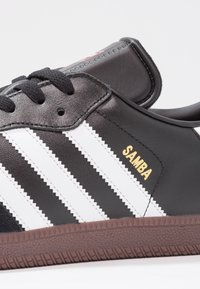 adidas Performance - SAMBA LEATHER FOOTBALL SHOES INDOOR - Trainers - black/run white - 5