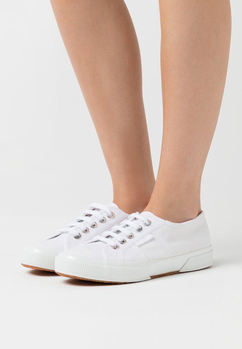 Superga - 2750 - Sneakersy niskie - white/platinum