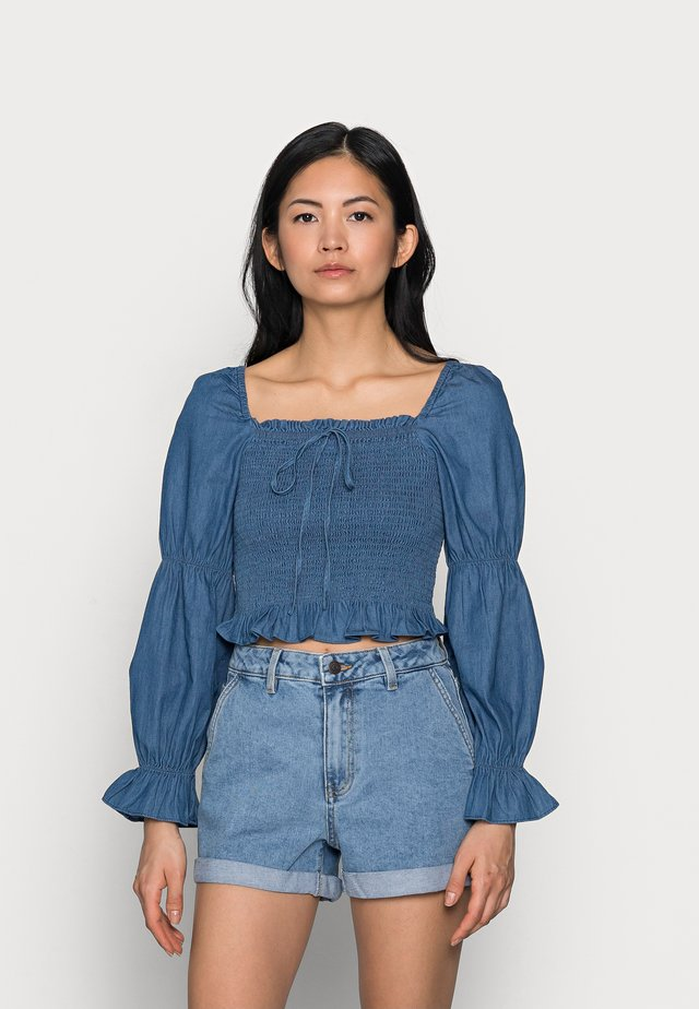 PCTAYLA CROPPED TOP - Blus - medium blue denim
