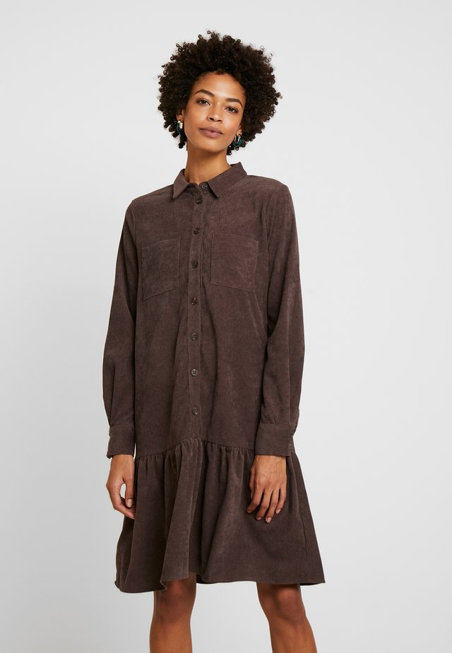 KACORINA DRESS - Paitamekko - after dark brown