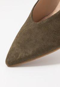 Pedro Miralles - Classic heels - amalfi kaki - 2