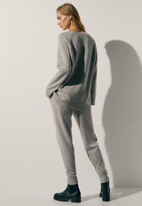 Massimo Dutti - 100 % KASCHMIR  - Tracksuit bottoms - grey - 3