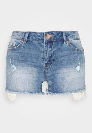 ONLCARMEN LIFE - Szorty jeansowe - medium blue denim
