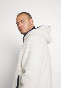 Tommy Jeans Plus - PLUS SHERPA ZIP THRU HOODIE - Fleece jacket - ecru - 4