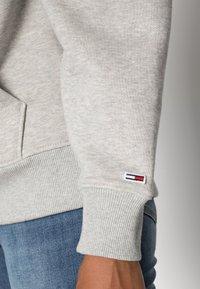 Tommy Jeans - CLASSICS LOGO HOODIE - Hoodie - grey - 4