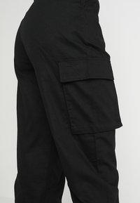 Missguided - PLAIN CARGO TROUSER - Cargo trousers - black - 4