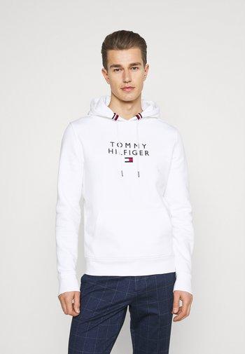 STACKED FLAG HOODY - Sweatshirt - white