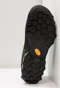 La Sportiva - TX4 MID WOMAN GTX - Hiking shoes - taupe/emerald - 4