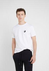 Bricktown - SMALL YIN YANG - T-Shirt basic - white - 0