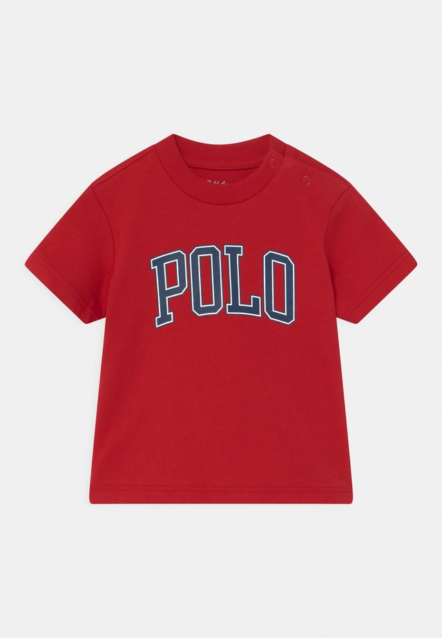 T-shirt con stampa - red