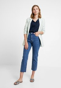 Abercrombie & Fitch - MARBLED ULTRA HIGH RISE ANKLE - Straight leg jeans - dark blue denim - 2