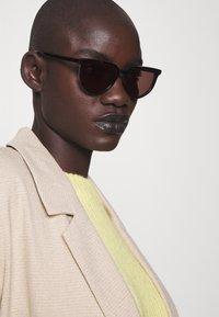 McQ Alexander McQueen - Lunettes de soleil - havana/brown - 1