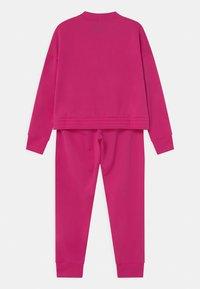 Nike Sportswear - SUIT SET - Chándal - fireberry/sunset pulse - 1