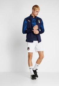 Puma - ITALIEN FIGC PREMATCH AWAY JERSEY - National team wear - peacoat/team power blue - 1
