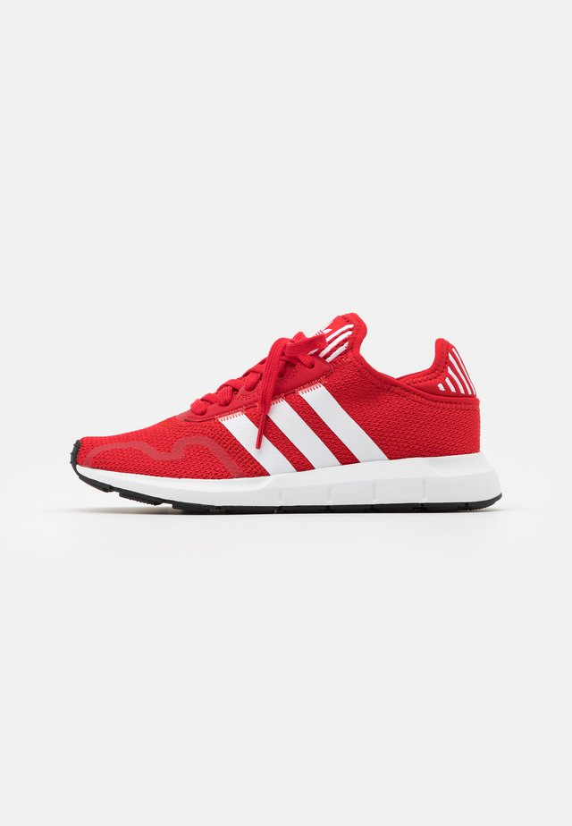 SWIFT RUN X UNISEX - Zapatillas - scarlet/footwear white/core black