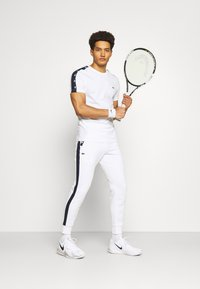 Lacoste Sport - Printtipaita - white/navy blue - 1