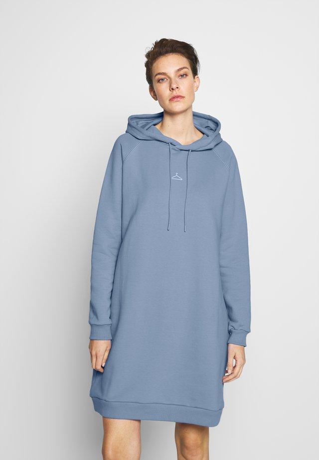 HANG WIDE - Robe d'été - bleu
