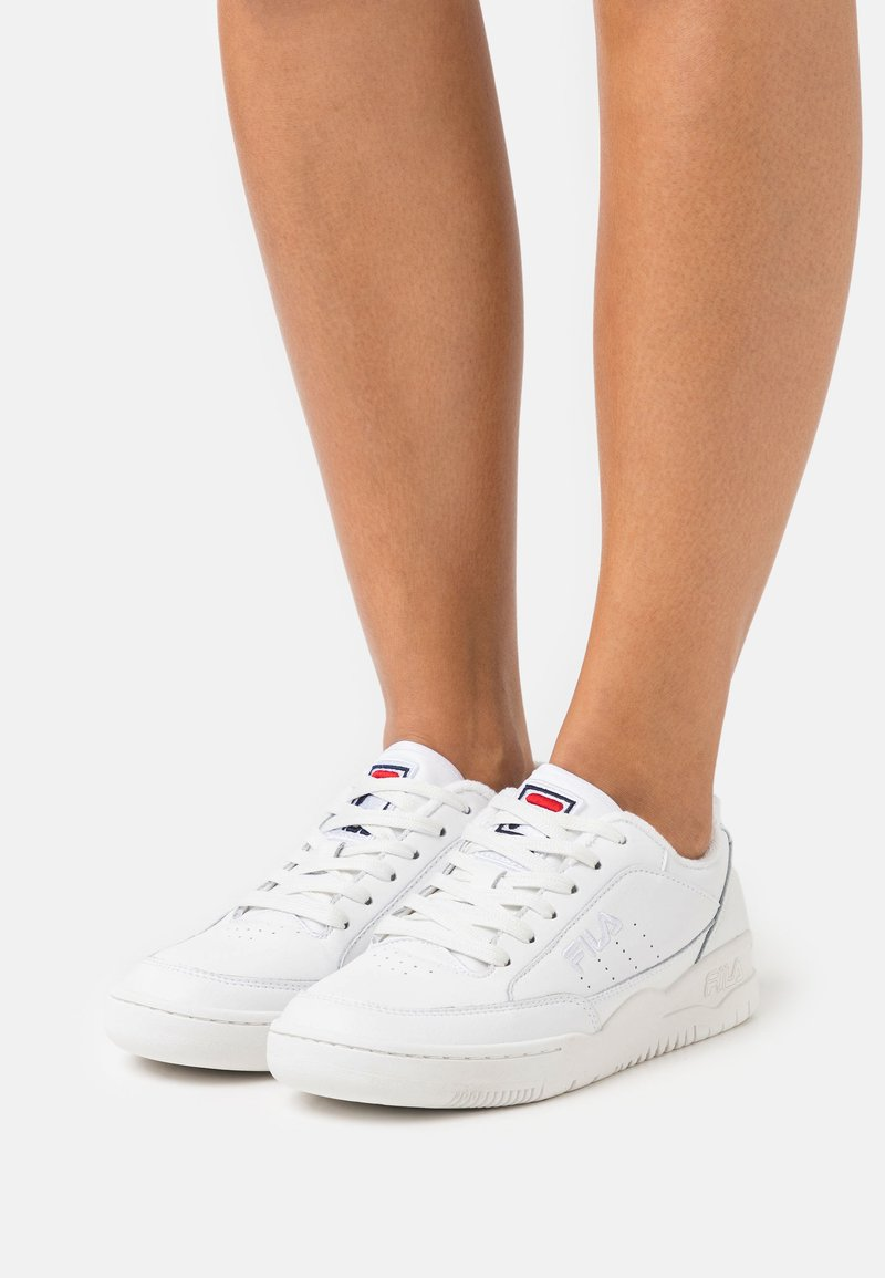 Fila - TOWN CLASSIC  - Trainers - white