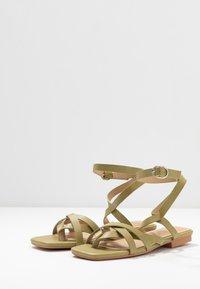 RAID - EZRA - Sandály s odděleným palcem - sage green - 4