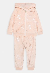 Guess - HOODED ACTIVE TOP AND PANTS BABY SET - Sweatjacke - light pink - 0