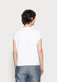 Opus - SULAKI - Basic T-shirt - white - 2