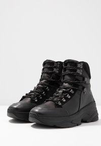 Selected Femme - SLFNICKOLINE LACEUP TRAINER   - Sneakers high - black - 4