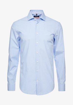 SLIM FIT - Skjorter - hellblau